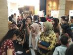 Ratusan Pengunjung Berjubel di Meet and Great Film Rudy Habibie