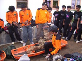 SAR UNM Pelatihan Medical First Responder