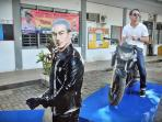 FOTO: TVS Gelar Safety Riding Bareng Joe Taslim di SMAN 1 Makassar