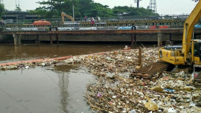 http://cdn-2.tstatic.net/pekanbaru/foto/bank/images/sampah-sungai_20160523_153258.jpg