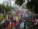 demo-buruh-peringati-may-day_20150501_195143.jpg