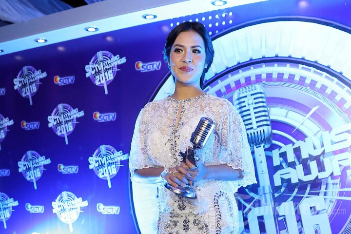 Raisa Raih Penghargaan SCTV Music Awards 2016
