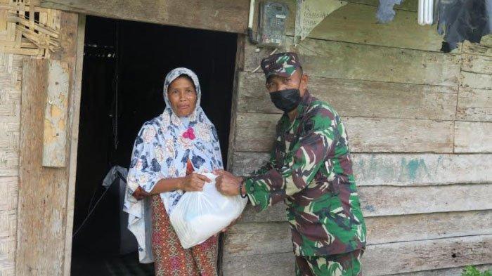 Jelang Lebaran, TNI Kembali Bagi-bagi Sembako ke Masyarakat Senuddon dan Nisam Antara