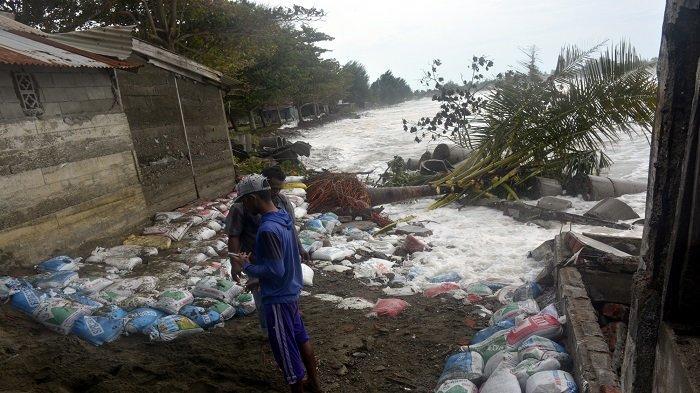 38 Jiwa Mengungsi Akibat Abrasi Pantai di Meulaboh, Puluhan Rumah Terancam Amblas