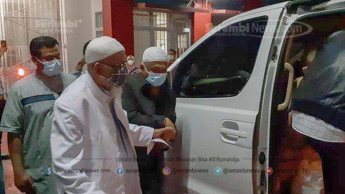 FOTO - Pembebasan Abu Bakar Baasyir Setelah Dihukum 15 Tahun Penjara di LP Khusus Gunung Sindur - abu-bakar-baasyir-1.jpg