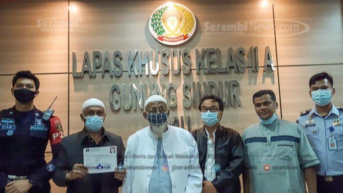 FOTO - Pembebasan Abu Bakar Baasyir Setelah Dihukum 15 Tahun Penjara di LP Khusus Gunung Sindur - abu-bakar-baasyir-7.jpg