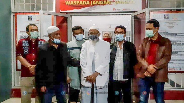 FOTO - Pembebasan Abu Bakar Baasyir Setelah Dihukum 15 Tahun Penjara di LP Khusus Gunung Sindur - abu-bakar-baasyir-70.jpg