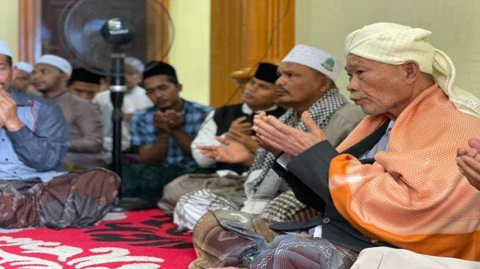 IRADAH Se-Aceh Bertakziah ke Rumah Dua Ulama Kharismatik yang Meninggal Dunia