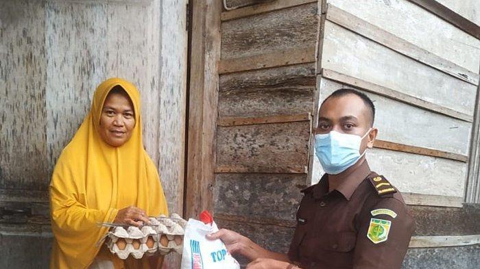 Kejari Pidie Bantu Warga Kurang Mampu, Gelar Vaksinasi dan Donor Darah