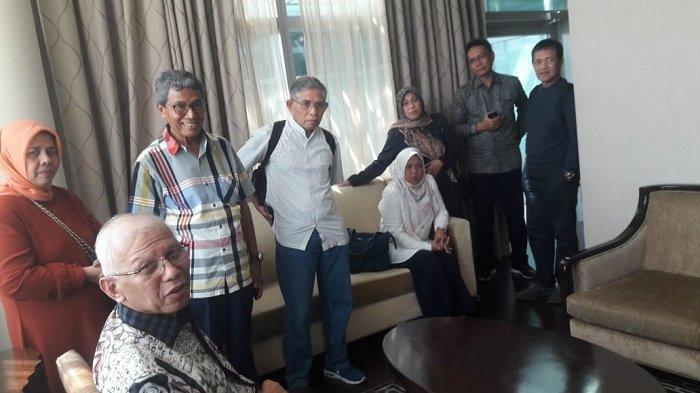Operasi Adnan Ganto di Singapura Sukses, Ini Tokoh Aceh yang Membesuk