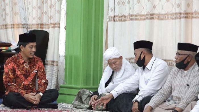 Usamah Resmikan Gedung Serbaguna Dayah Darul Munawwarah