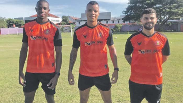 Tiga pemain asing Persiraja, Jumat (26/3/2021), sudah mulai mengikuti sesi latihan bersama skuad Lantak Laju di Yogyakarta. Mereka adalah Samir Ayass, Gabriel Do Carmo, dan Ousmane Fane.