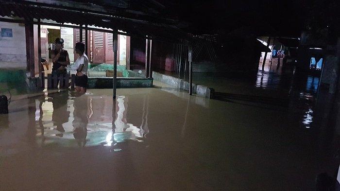 BREAKINGNEWS - Krueng Langsa Kembali Meluap, Rumah Warga Terendam, Tinggi Air Capai 1 Meter
