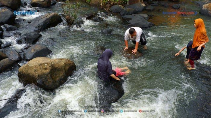 FOTO - Air Terjun Rayap Destinasi Wisata di Aceh Utara Yang Kembali Ramai Dikunjungi - air-terjun-rayap-di-aceh-utara-8.jpg