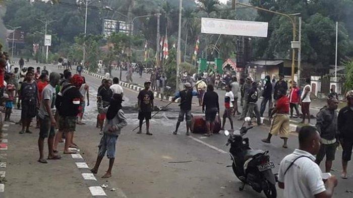 3 Polisi Teluka Kena Lemparan Batu saat Rusuh di Manokwari, Gedung DPRD Papua Barat Dibakar Massa