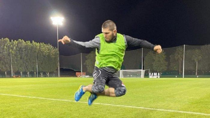 Lihai Bermain Sepak Bola, Khabib Nurmagomedov Ditawari Gabung Klub Rusia