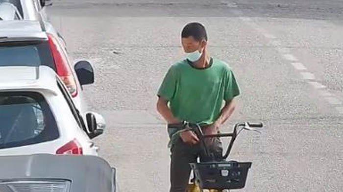 Pemuda Bersepeda Terekam Kamera Lakukan Pelecehan pada Wanita, Berawal dari Minta Sedekah