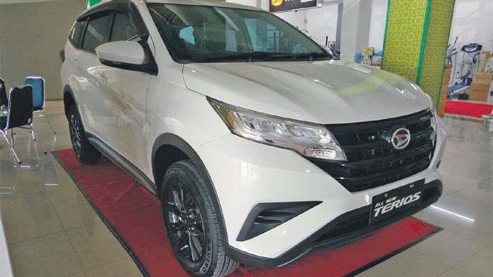 MOBIL low SUV, All New Terios dipajangdi showroom PT Astra Daihatsu di Bathoh, Banda Aceh.