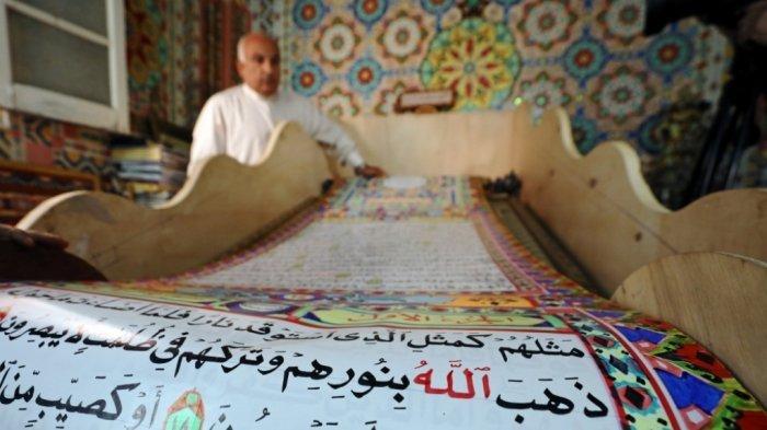 Selama 3 Tahun, Seniman Mesir Buat Alquran Terbesar di Dunia