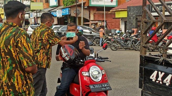 Cegah Corona, AMPG Aceh Bagi Masker ke Pengguna Jalan