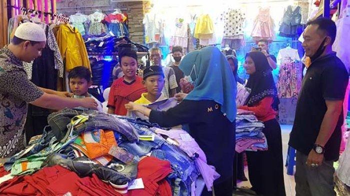 Belasan Anak Yatim Diajak Beli Baju Lebaran