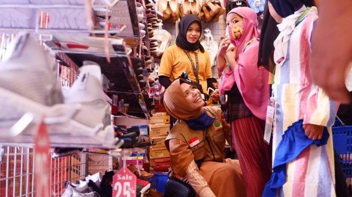 Bingung dan Antusias, Saat Anak Yatim di Aceh Tamiang Diajak Belanja Baju Lebaran