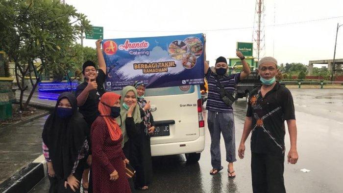 Ananda Catering Berbagi Takjil Ramadhan di Kota Sigli