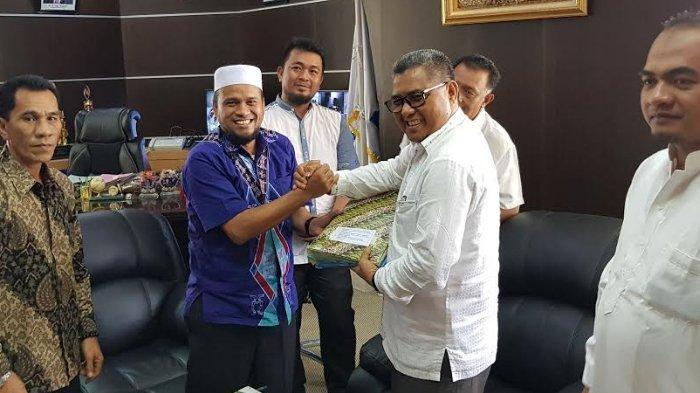 KIP Aceh Serahkan Berkas 20 Calon Anggota DPRK Simeulue Terpilih ke Bupati