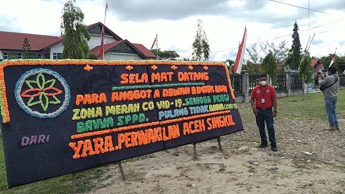Anggota DPRK Aceh Singkil Bimtek Ke Pekanbaru, YARA Kirim Papan Bunga Selamat Datang dari Zona Merah