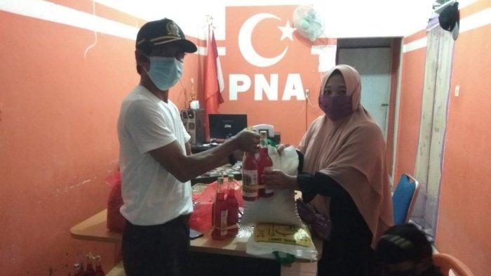 Husaini, Bagikan 2.200 Masker dan Ratusan Sembako ke Kutaraja dan Meuraxa