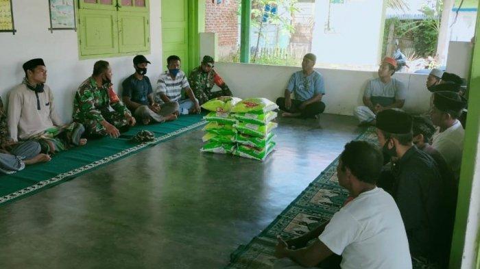 Kodim Abdya Salurkan Bantuan Beras untuk Pesantren