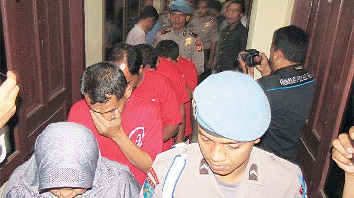 Terdakwa Kasus Pungli Dituntut