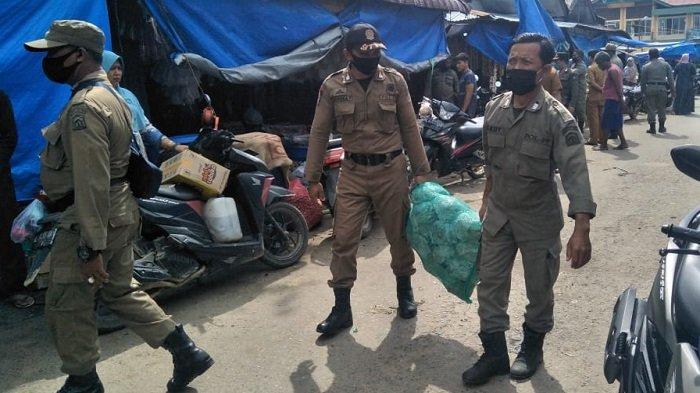 Satpol PP Aceh Timur Sita Barang Pedagang di Pasar Lama Keude Peureulak