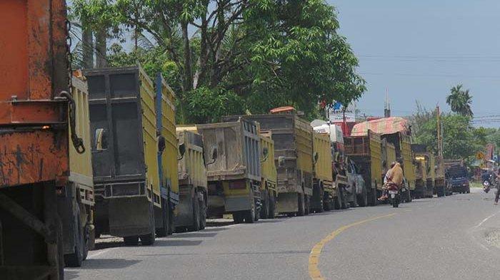 Sopir Truk Antre Berjam-jam Akibat Solar Langka di Aceh, Asrizal: Ada yang Parkir Mobil di SPBU