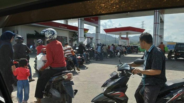 Kendaraan Antre Isi Pertamax Saat Hari Makan-makan Sambut Ramadhan di Abdya, BBM Lain Kosong