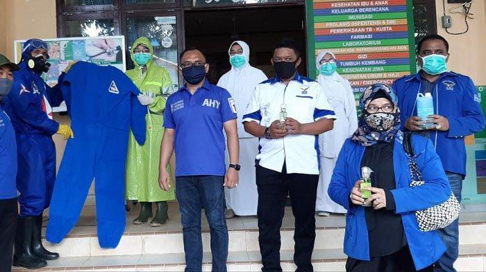 Cegah Corona, Teuku Riefky Harsyah Bersama DPC Demokrat Pidie Bagikan APD