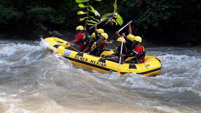 Bupati Bener Meriah Nikmati Arung Jeram di Sungai Bidin