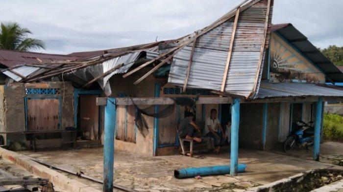 Angin Puting Beliung Terjang Rumah Janda di Pulau Banyak