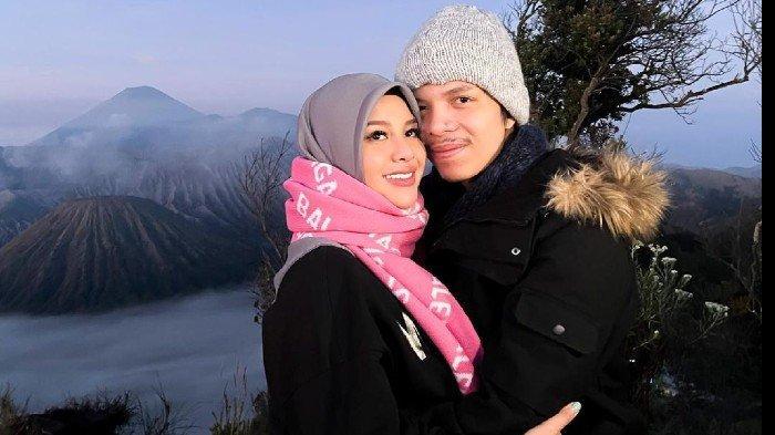 Millen Cyrus Hadir di Pengajian 4 Bulan Kehamilan Aurel Hermansyah, Penampilan Disorot, Ada Apa?