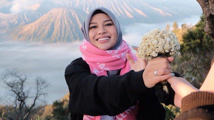 Bantah Petik Bunga Edelweis di Gunung Bromo, Atta Halilintar dan Aurel Hermansyah: Niat Bantu Orang