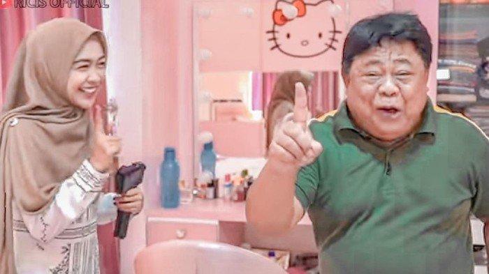 Kehilangan Sang Ayah Jadi Konten YouTube, Ria Ricis Panen Hujatan Netizen hingga Trending Twitter