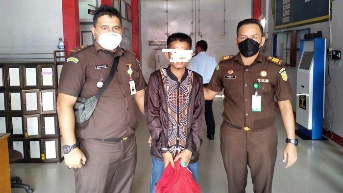 Ditangkap Saat Sembunyi, Ayah Rudapaksa Anak Kandung Dieksekusi ke Rutan Jantho, 200 Bulan Penjara