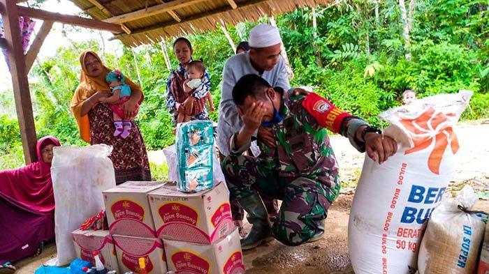 Tangis Haru Babinsa setelah Berhasil Mengantar Bantuan Korban Banjir di Pedalaman Aceh Timur