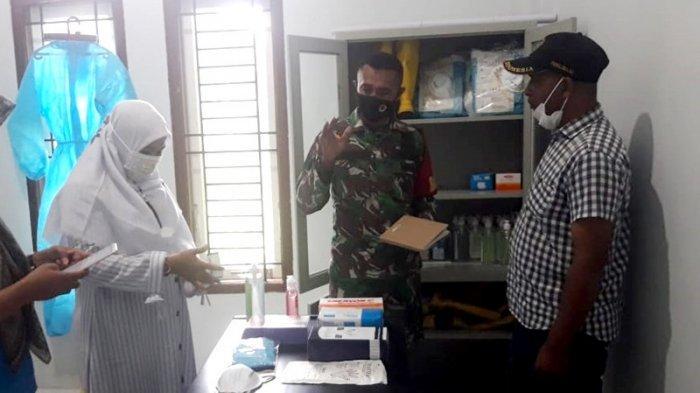 Babinsa Lhoknga Aceh Besar Cek Kesiapan Posko PPKM Mikro dan Rumah Karantina di Lam Ateuk