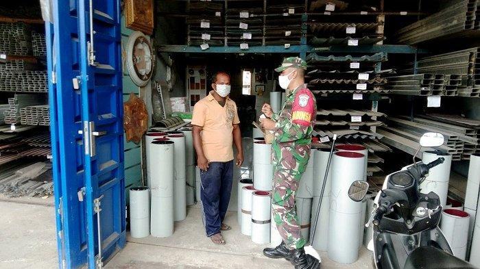 Babinsa Koramil Ingin Jaya Kodim Aceh Besar Ajak Warga Disiplin Terapkan Protkes Covid-19