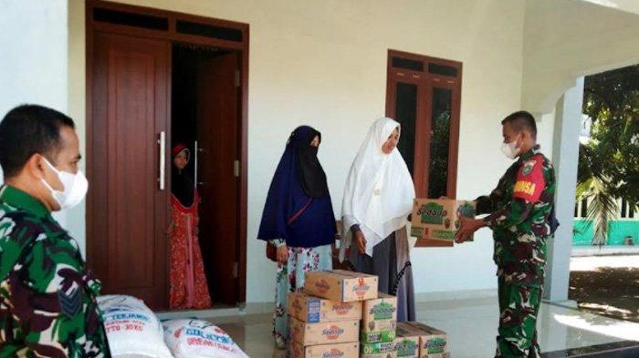 Kodim Aceh Besar Bagikan Paket Sembako
