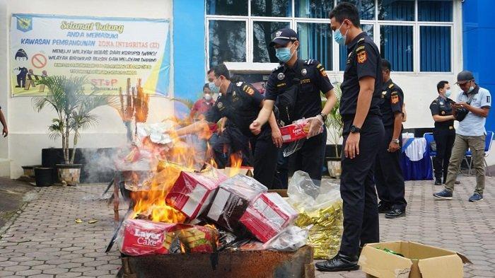 Bea Cukai Langsa Musnahkan Bahan Olahan Makanan Ilegal Senilai Rp 600 Juta