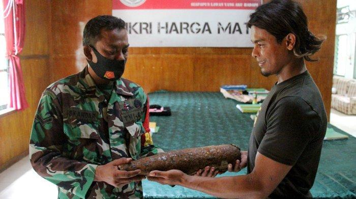 Temukan Bahan Peledak, Nelayan Pulo Aceh Serahkan Ke Babinsa, Dandim Aceh Besar Beri Apresiasi