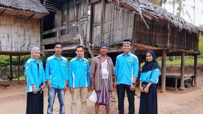 Pengurus PK KNPI Gandapura Salurkan Kebutuhan Pokok untuk Fakir Miskin
