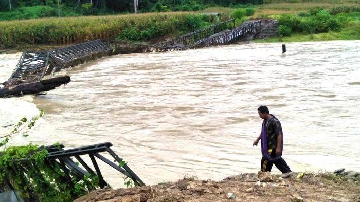 Jembatan Bailey di Lesten Gayo Lues Ambruk Dihantam Banjir